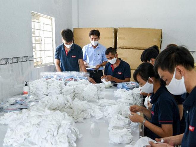 Công ty may túi xách HASUN sản xuất khẩu trang chung tay đẩy lùi dịch bệnh Covid-19